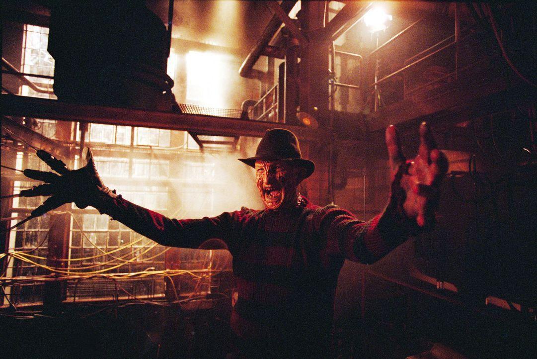 Während sich Jason durch die Elm Street metzelt, beginnen die Bewohner auch Freddy Krueger (Robert Englund) wieder zu fürchten. Allerdings muss di... - Bildquelle: Warner Bros. Pictures