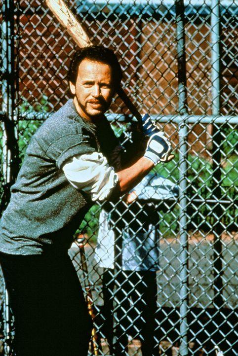 Harry (Billy Crystal) lässt seinen Liebes-Frust beim Basketball raus ... - Bildquelle: Castle Rock Entertainment
