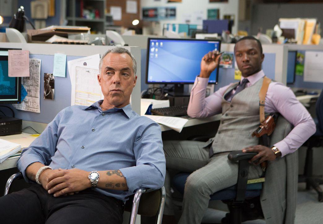 Harry Bosch (Titus Welliver, l.); Jerry Edgar (Jamie Hector, r.) - Bildquelle: Amazon.com, Inc. and Fabrik Entertainment, Inc.