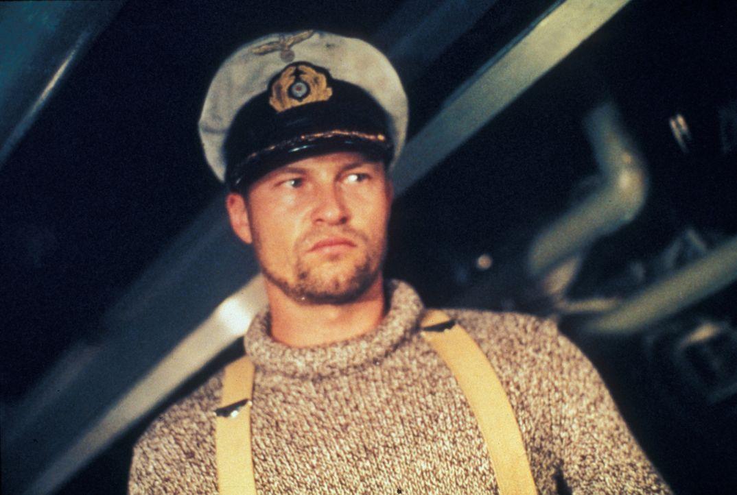 Das deutsche U-Boot U 429 wird erbarmungslos von der USS Swordfish gejagt. Da gelingt Kapitän Herdt (Til Schweiger) mit dem letzten Torpedo ein abs... - Bildquelle: Splendid Pictures