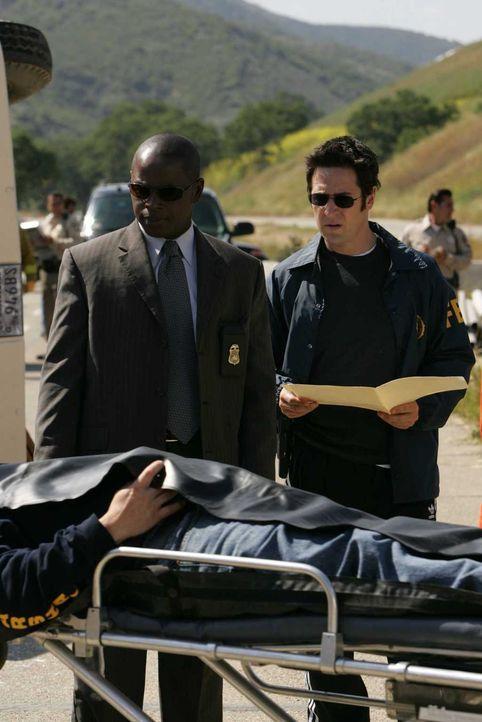 Bei einem Unfall mit einem Gefängnisbus sind zwei gefährliche Verbrecher ausgebrochen und flüchtig. Don (Rob Morrow, r.) und David (Alimi Ballard, l... - Bildquelle: Paramount Network Television