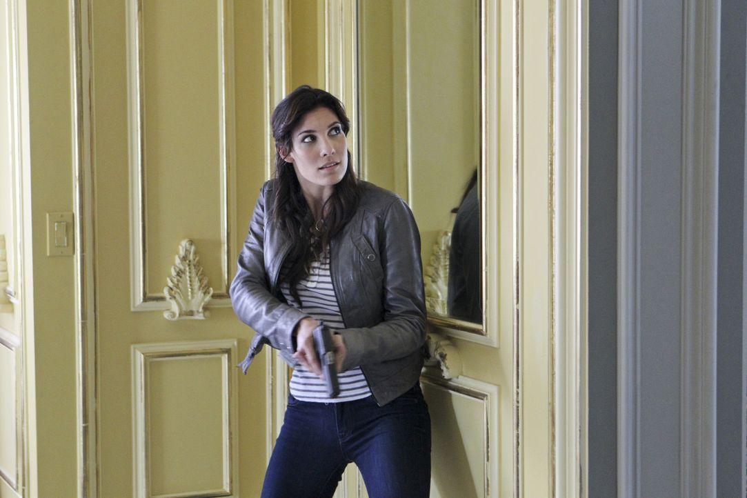 Gemeinsam mit ihren Kollegen ermittelt Kensi (Daniela Ruah) in einem neuen Fall ... - Bildquelle: CBS Studios Inc. All Rights Reserved.