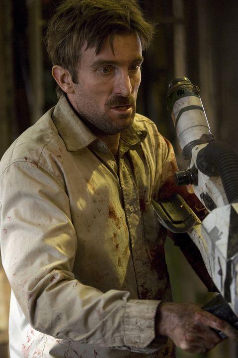 """Unter Aliens: Als Wikus' (Sharlto Copley) gesamter Körper anfängt zu mutieren, entschließt sich sein Arbeitgeber, seinen wertvollen """"Besitz"""" komplet... - Bildquelle: 2009 District 9 Ltd. All Rights Reserved."""