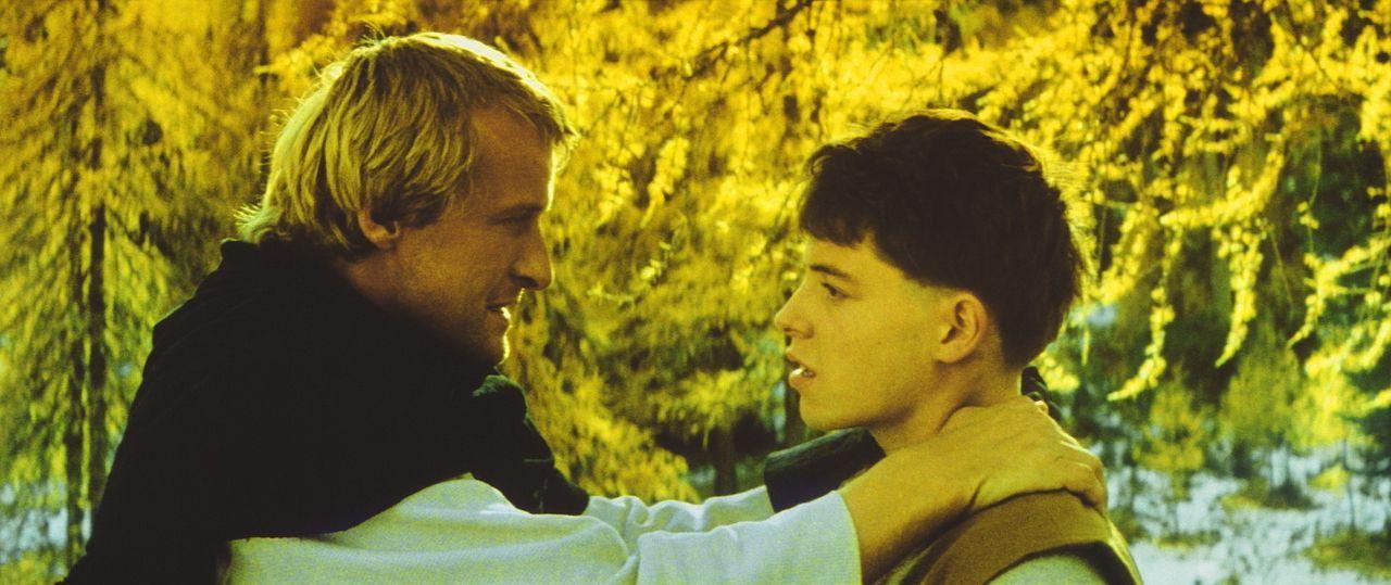 Ritter Navarre (Rutger Hauer, l.) macht den jungen Taschendieb Phillipe (Matthew Broderick, r.) zu seinem Knappen ... - Bildquelle: 20TH CENTURY FOX FILM CORP. INC