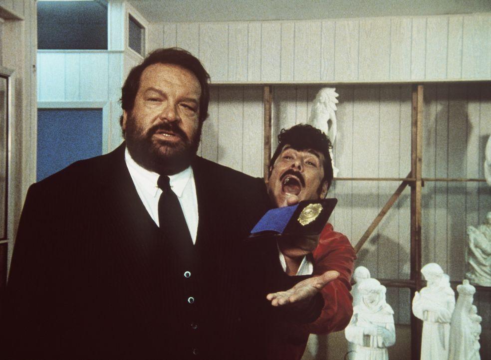 Der bärenstarke Parker (Bud Spencer, l.) und der schlitzohrige Tony (Tomas Milian, r.) raufen sich zusammen - und sagen der Mafia den Kampf an ...