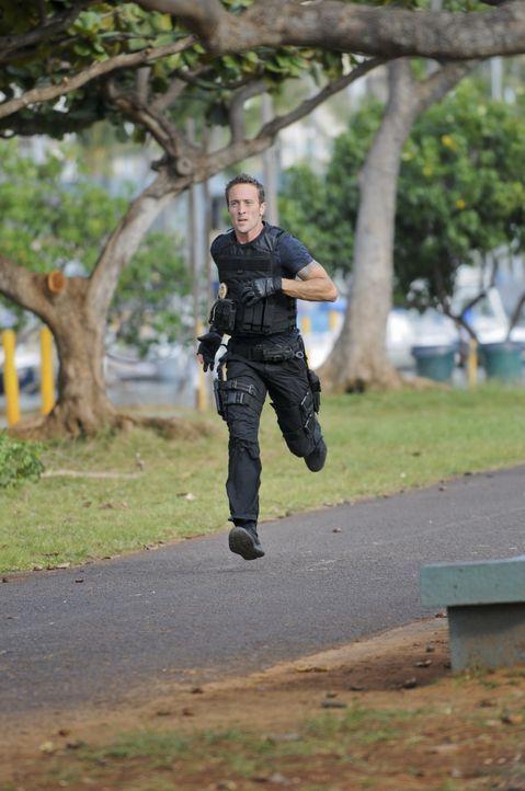 Setzt bei den Ermittlungen immer wieder sein Leben aufs Spiel: Steve (Alex O'Loughlin) ... - Bildquelle: TM &   CBS Studios Inc. All Rights Reserved.