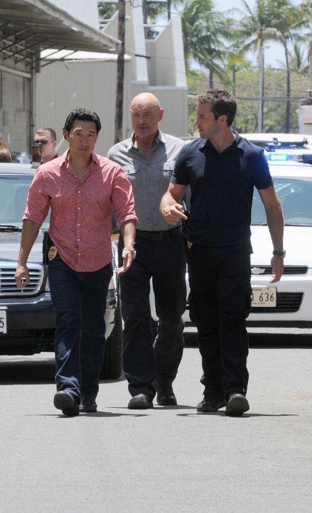 """Untersuchen den Mord an HPD-Polizeichef """"Chief"""" Fryer: Steve (Alex O'Loughlin, r.), Chin (Daniel Dae Kim, l.) und Joe (Terry O'Quinn, M.) ... - Bildquelle: TM &   CBS Studios Inc. All Rights Reserved."""