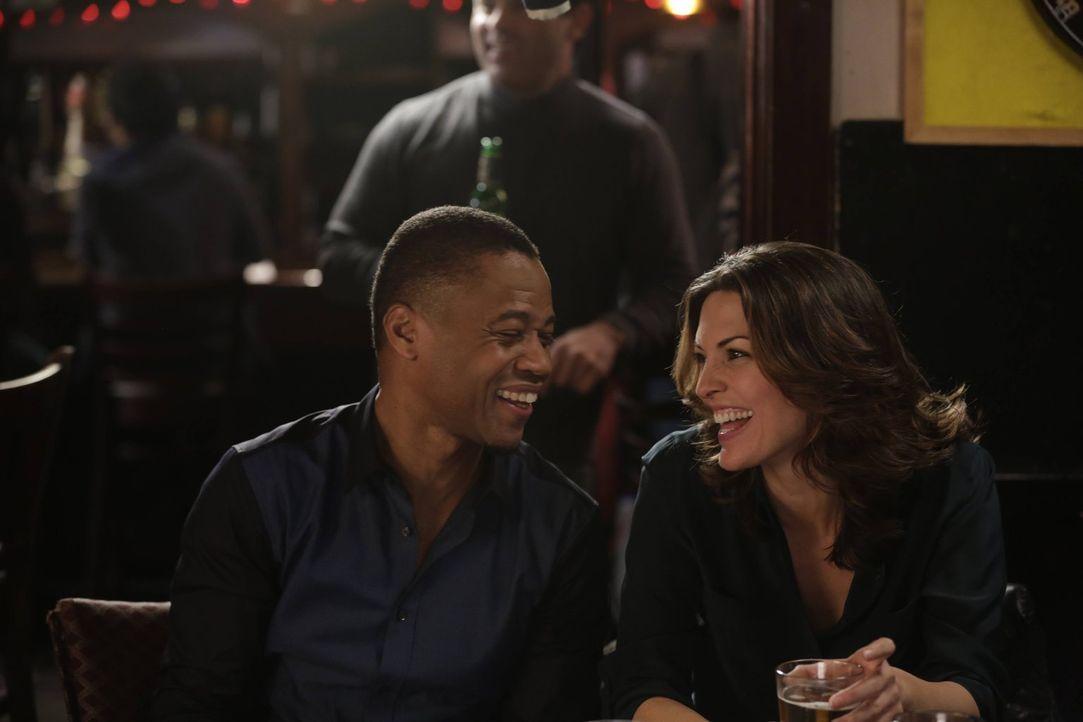 Kommen sich bei ihrem gemeinsamen Abend näher: Isaac (Cuba Gooding Jr., l.) und Jo (Alana De La Garza, r.) ... - Bildquelle: Warner Bros. Television