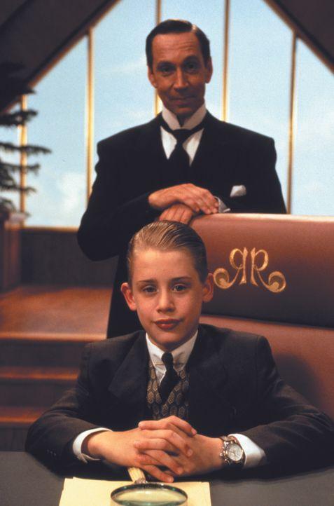 Als seine Eltern nach einem Flugzeugunglück verschollen sind, braucht Luxuskind Richie Rich (Macaulay Culkin, vorne) dringend Freunde, die ihm bei d... - Bildquelle: 1994 Warner Bros.