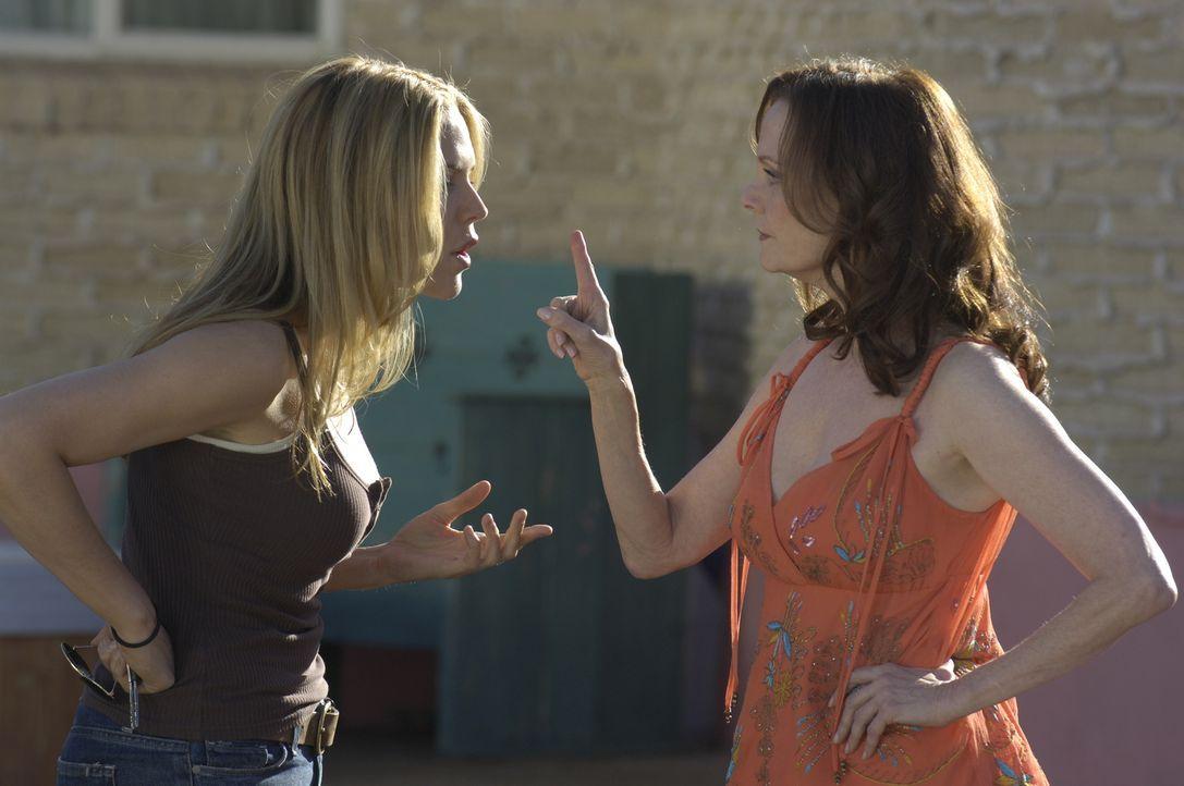 Das Verhältnis zwischen Mary (Mary McCormack, l.) und ihrer Mutter Jinx (Lesley Ann Warren, r.) ist kein besonders inniges ... - Bildquelle: USA Network