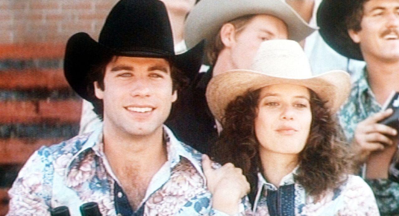 Bud (John Travolta, l.) und Sissy (Debra Winger, r.) vergnügen sich beim Rodeo ...