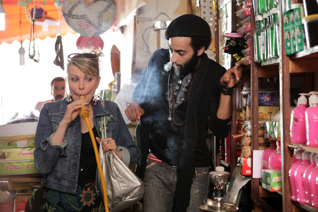 Charlotte (Katharina Hauck) träumt davon, im Flirtcamp in Marokko zu lernen, neue Wege zu gehen. Schon bald tut sich eine erste Chance auf ... - Bildquelle: Sife Ddine ELAMINE SAT.1