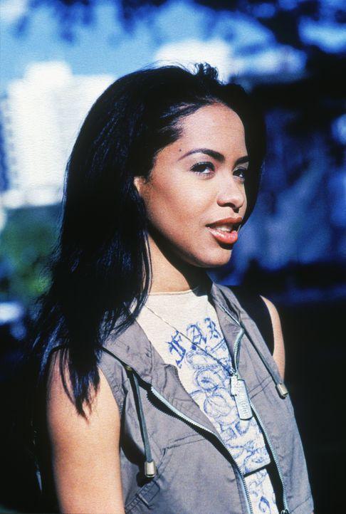 Die attraktive Trish (Aaliyah) will mit den illegalen Aktivitäten ihrer Familie nichts zu tun haben. Eines Tages jedoch wird sie mitten in einen bru... - Bildquelle: Warner Bros. Pictures