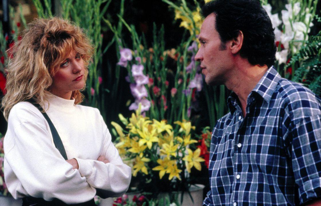 Zufall oder Schicksal? Nach seinem Abschluss der Universität von Chicago lernt Harry (Billy Crystal, r.) beim Trampen Sally (Meg Ryan, l.) kennen.... - Bildquelle: Castle Rock Entertainment