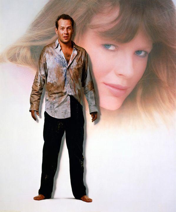 Walter (Bruce Willis, l.) hat ein Problem: Für das bevorstehende Geschäftsessen braucht er eine Vorzeigedame. Die Braut namens Nadia (Kim Basinger... - Bildquelle: TriStar Pictures