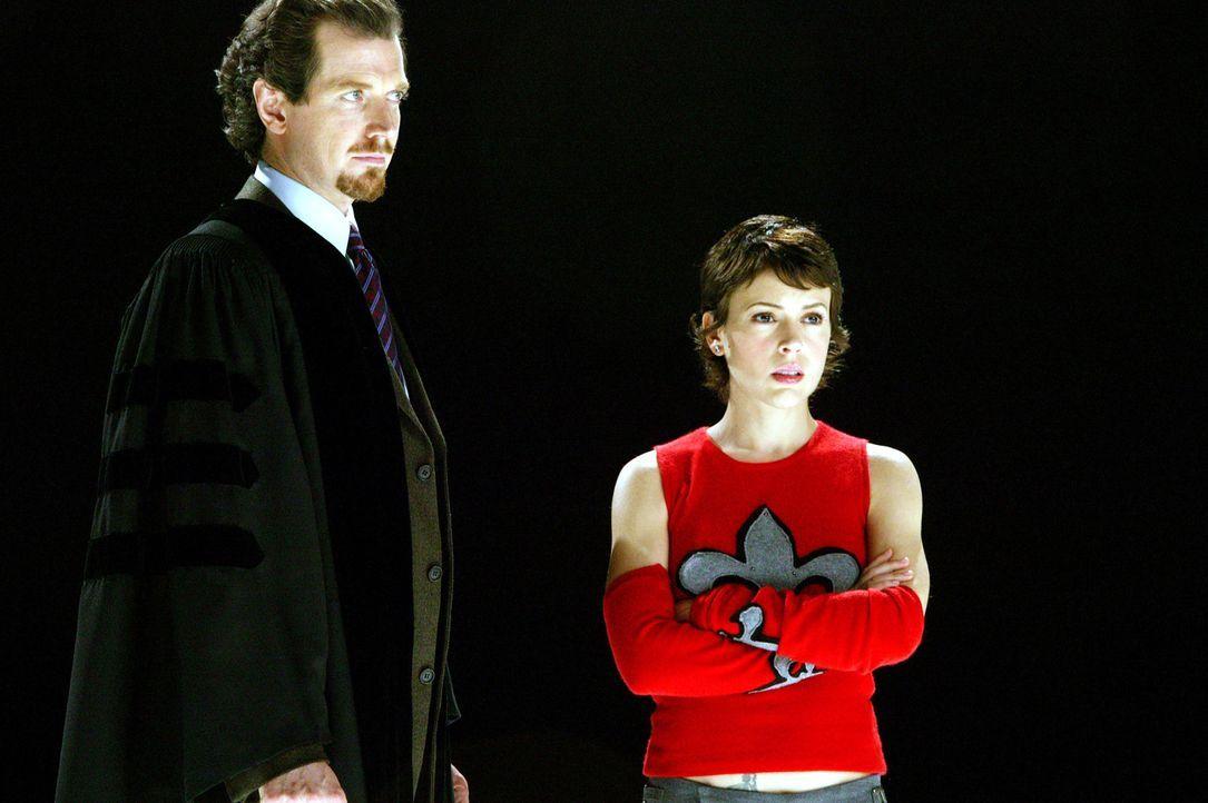 Als alle außer Gideon (Gildart Jackson, l.) das Tribunal verlassen haben, lässt sich Barbas die Gelegenheit nicht entgehen, Gideon einen letzten Sti... - Bildquelle: Paramount Pictures.