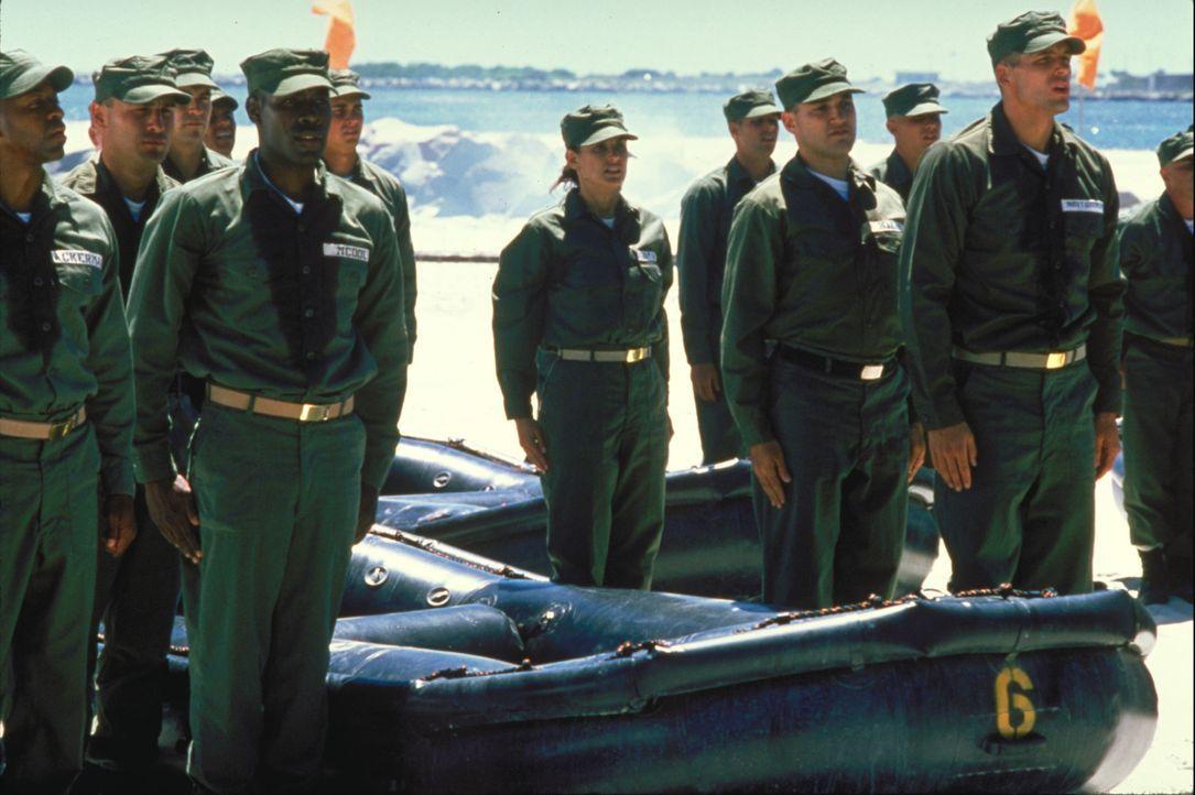 Jordan O'Neill (Demi Moore, M.), ein weiblicher Lieutenant der US Navy, will sich und anderen beweisen, dass sie das brutale Ausbildungsprogramm der... - Bildquelle: Buena Vista International