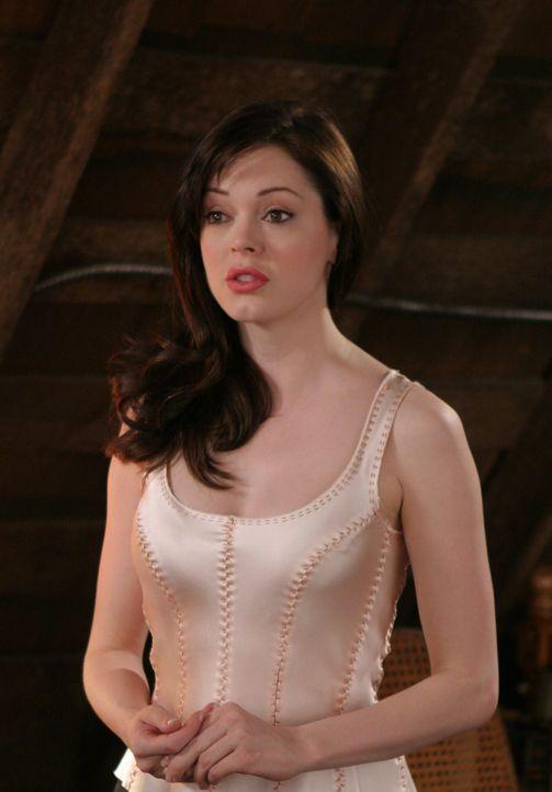 Paige (Rose McGowan) macht sich Sorgen um Phoebe ... - Bildquelle: Paramount Pictures