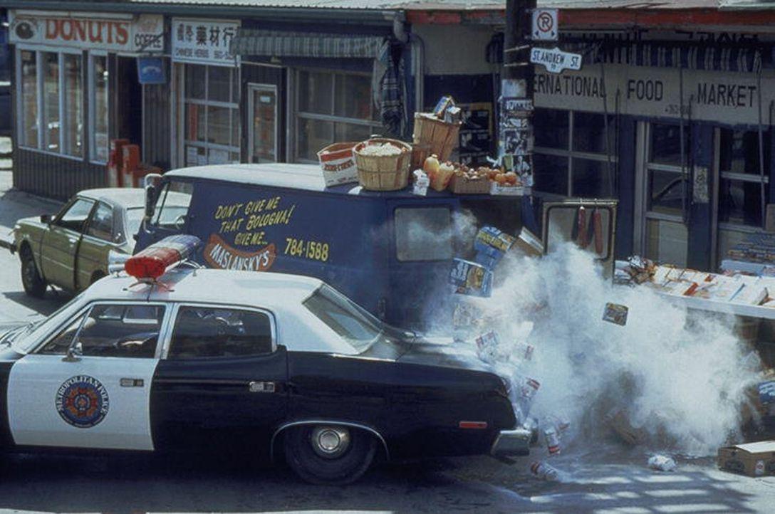 Die chaotischte Polizeitruppe der Welt zeigt vollen Einsatz bei der Verbrecherjagd ... - Bildquelle: Warner Bros.