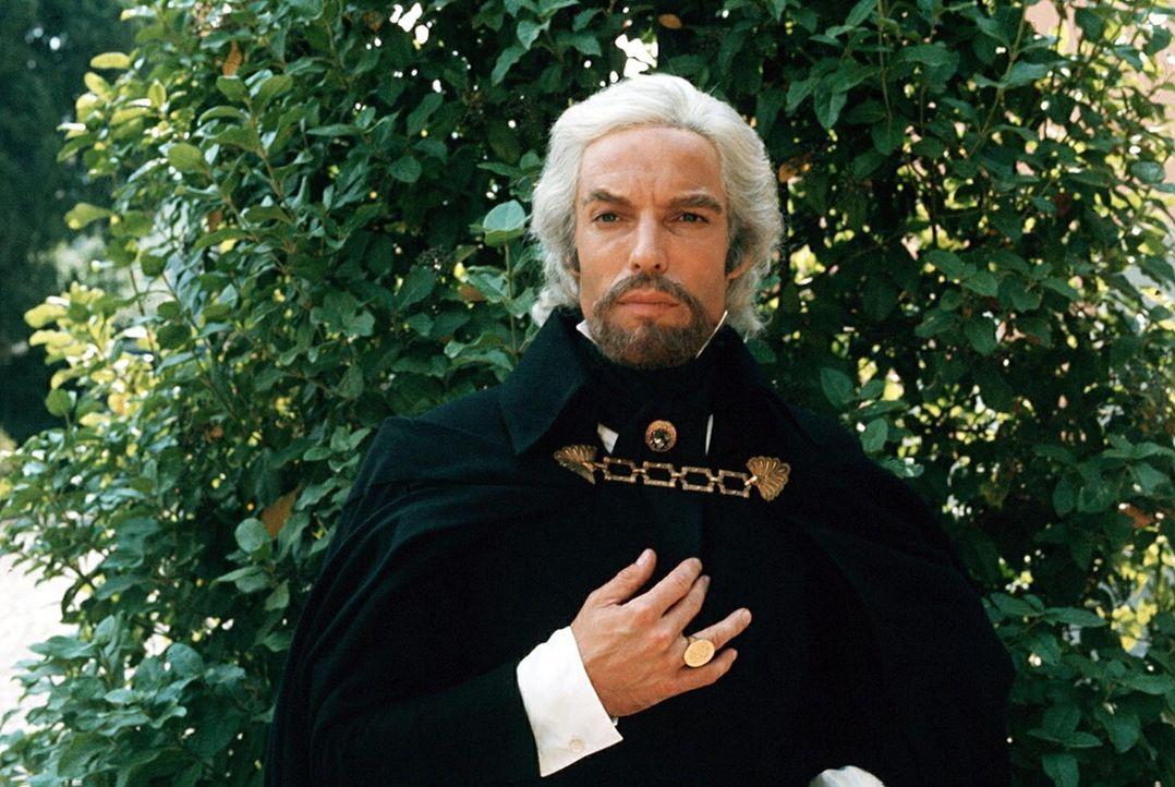 Zurückgekehrt spinnt der Graf von Monte Christo (Richard Chamberlain) mit Geld und Bestechung ein Netz von Intrigen, um seine alten Feinde zu verni... - Bildquelle: National Broadcasting Company (NBC)