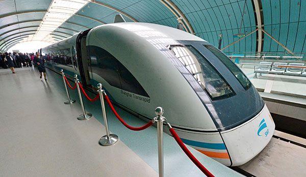 Shanghai Sightseeing: Transrapid Shanghai - Bildquelle: dpa