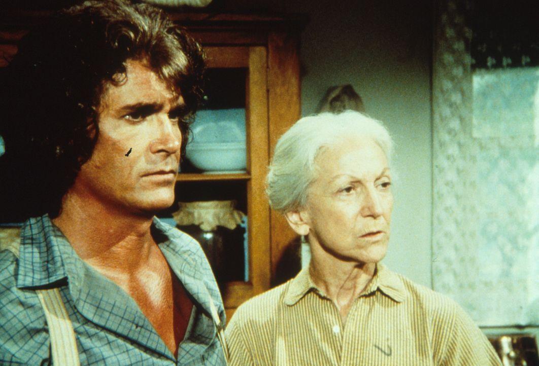Charles Ingalls (Michael Landon, l.) erzählt Virginia Davenport (Susan French, r.), dass er eine Uhr vermisst und ihren Enkel, Tod Dortmunder verd - Bildquelle: Worldvision