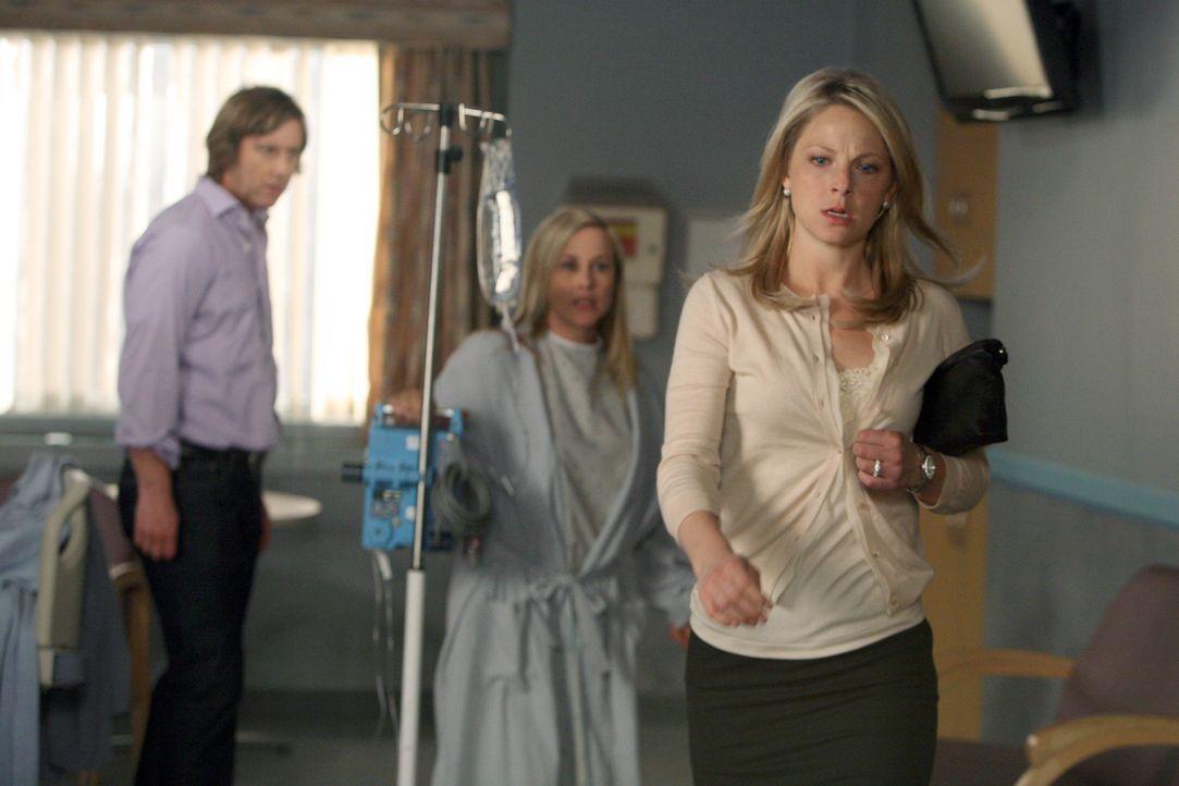 Der Geist von Todd ist in Allisons (Patricia Arquette, M.) Körper geschlüpft und kann endlich beweisen, dass seine Frau Samantha Emory (Anastasia Gr... - Bildquelle: Paramount Network Television