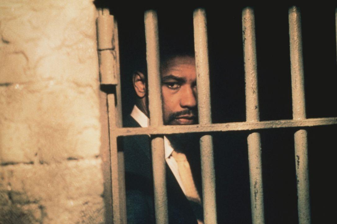 """In einem rassistisch motivierten Indizienprozess wird der unschuldige Rubin """"Hurricane"""" Carter (Denzel Washington) zu dreimal lebenslanger Haft veru... - Bildquelle: BEACOM"""
