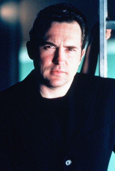 Sicherheitsagent Booker (Casey Siemaszko) wird wider Willen für einen Einsatz in einem von Terroristen besetzten Wolkenkratzer bereitgestellt. - Bildquelle: United Paramount Network
