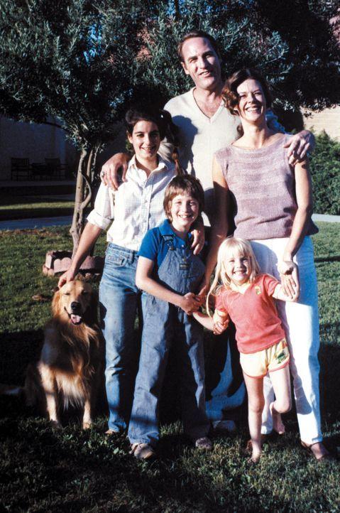 Die Familie Freeling lebt als mehr oder minder typisch amerikanische Familie in einer kalifornischen Fertigbausiedlung namens Cuesta Verde: Dana (Do... - Bildquelle: Warner Bros. Pictures