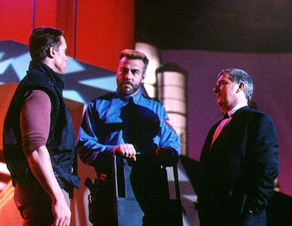 """Der unschuldige Ben Richards (Arnold Schwarzenegger, l.) wird verurteilt, als Kandidat in der erfolgreichen TV-Show """"The Running Man"""" mit dem rücks... - Bildquelle: Home Box Office"""