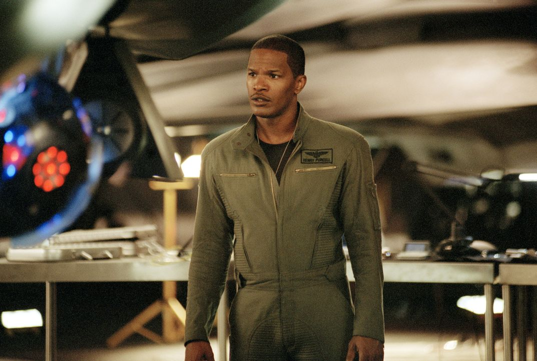 Als ein unbemannter High Tech-Jet seinen eigenen Willen entwickelt und völlig außer Kontrolle gerät, müssen Henry Purcell (Jamie Foxx) und seine Fre... - Bildquelle: 2005 Columbia Pictures Industries, Inc. All Rights Reserved.