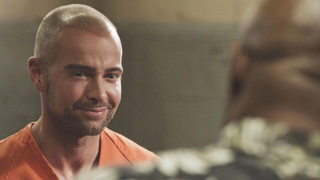 Er sitzt erst seit kurzem im Gefängnis, doch jetzt könnte der Hacker Aaron Wright (Joey Lawrence) eine wertvolle Ressource für das Hawaii Five-0 Tea... - Bildquelle: 2017 CBS Broadcasting, Inc. All Rights Reserved