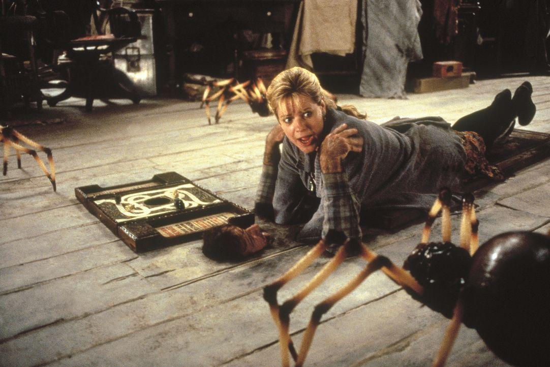 Sarah (Bonnie Hunt, r.), versucht Alan (Robin Williams, l.) zu retten, doch wird es ihr rechtzeitig gelingen? - Bildquelle: COLUMBIA TRISTAR INTERNATIONAL TELEVISION