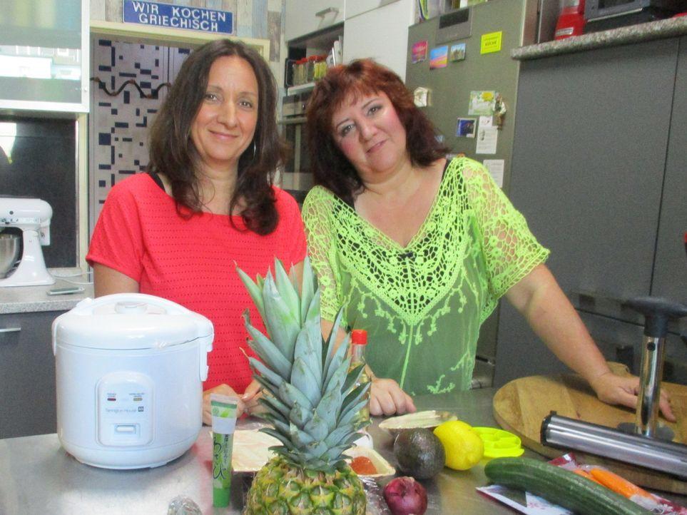 Die griechischen Schwestern Maria und Silke kochen eigentlich ganz andere Gerichte, als sich der Profikoch jetzt von ihnen wünscht. Kann das gutgehe... - Bildquelle: kabel eins