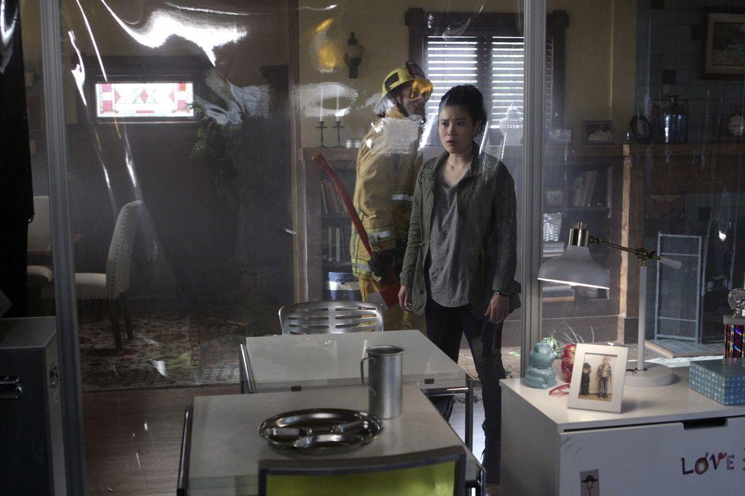 Als Happy (Jadyn Wong) erkennt, dass eine Freundin von ihr, die sie in einem Mechaniker Chat kennengelernt hat, in Lebensgefahr schwebt, mobilisiert... - Bildquelle: Sonja Flemming 2016 CBS Broadcasting, Inc. All Rights Reserved.