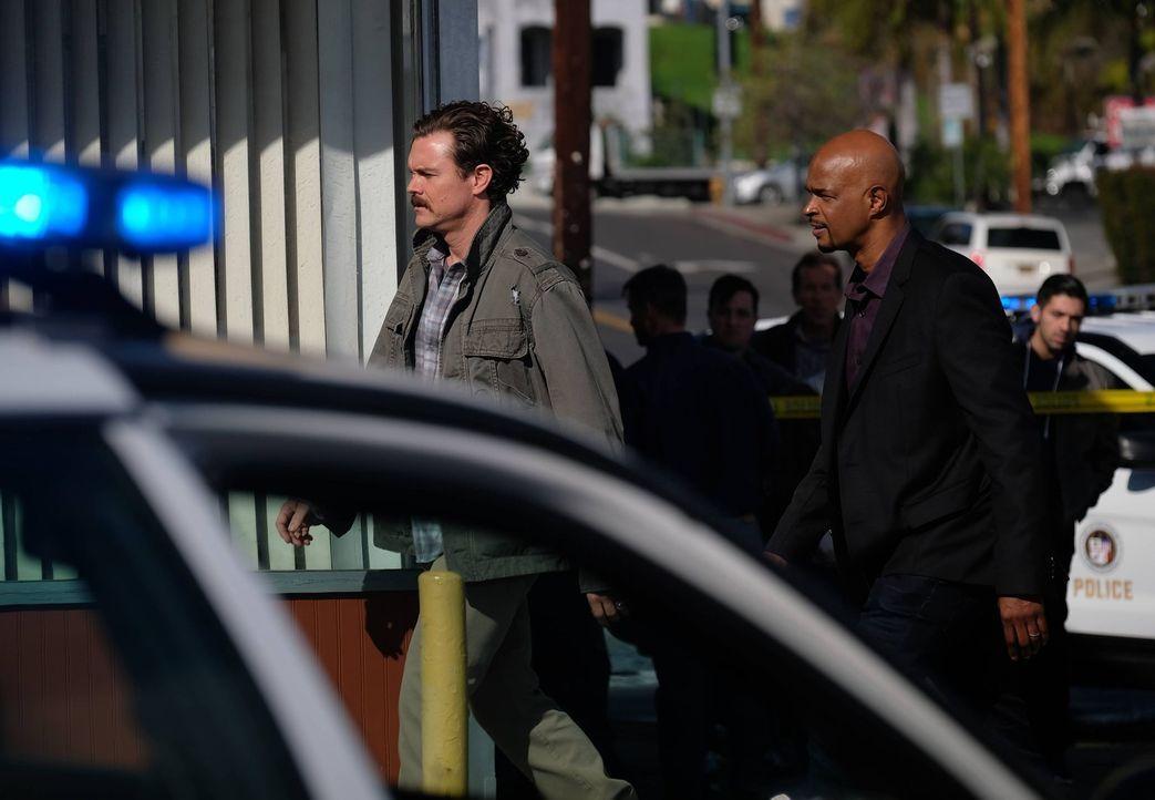 Bei den Ermittlungen zu einem Mordanschlag in einem Donut-Shop, müssen Riggs (Clayne Crawford, l.) und Murtaugh (Damon Wayans, r.) feststellen, dass... - Bildquelle: 2016 Warner Brothers