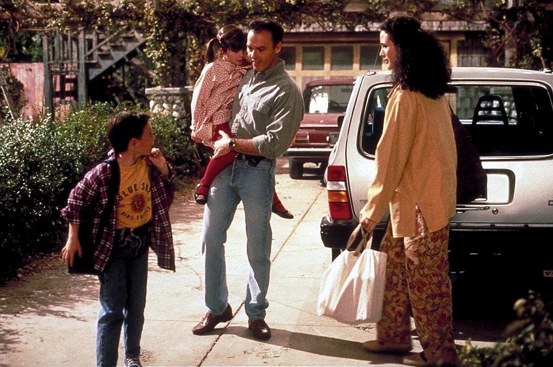 Endlich hat Doug Keaton (Michael Keaton, 2.v.r.) wieder für seine Frau Laura (Andie MacDowell, r.) und seine Kinder Jennifer (Katie Schlossberg, 2.... - Bildquelle: Columbia TriStar