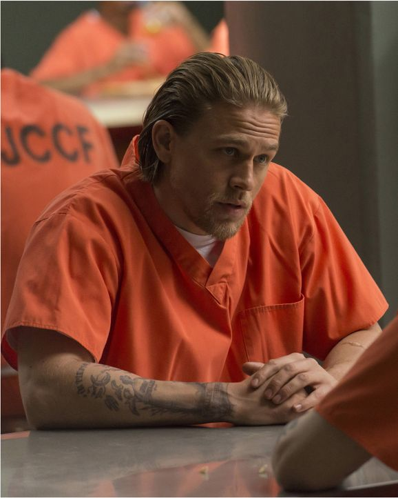 Kann Jax (Charlie Hunnam) den Rassisten Tally davon überzeugen, mit den Sons of Anarchy gemeinsame Sache zu machen? - Bildquelle: Prashant Gupta 2013 Twentieth Century Fox Film Corporation and Bluebush Productions, LLC. All rights reserved.