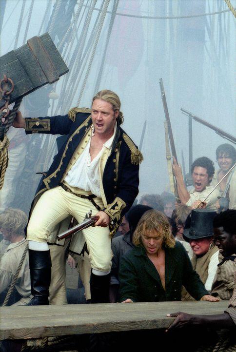 """Der englische Kapitän Jack Aubrey (Russell Crowe, l.) erhält den Befehl, dass französische Kaperschiff """"Acheron"""" auf seinem Weg in den Pazifik abzuf... - Bildquelle: 2003 Twentieth Century Fox Film Corporation, Miramax Film Corp. and Universal City Studios LLLP. All rights reserved."""