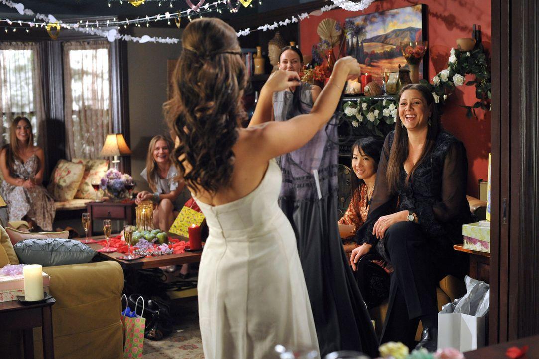 Melinda (Jennifer Love Hewitt,  vorne M.) feiert mit ihren Freundinnen eine kleine Party ... - Bildquelle: ABC Studios