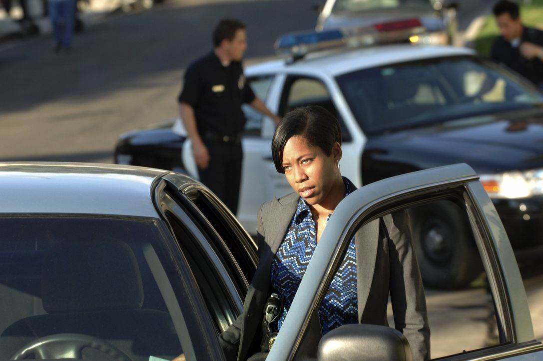 Die Aussage angeblicher Augenzeugen macht Lydia (Regina King) stutzig ... - Bildquelle: Warner Brothers