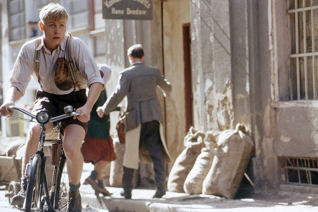 Deutschland im Jahr 1942: Der 17-jährige Arbeitersohn Friedrich Weimer (Max Riemelt) ist ein begnadetes Boxtalent, doch sein Werdegang ist vom Vate... - Bildquelle: Constantin Film