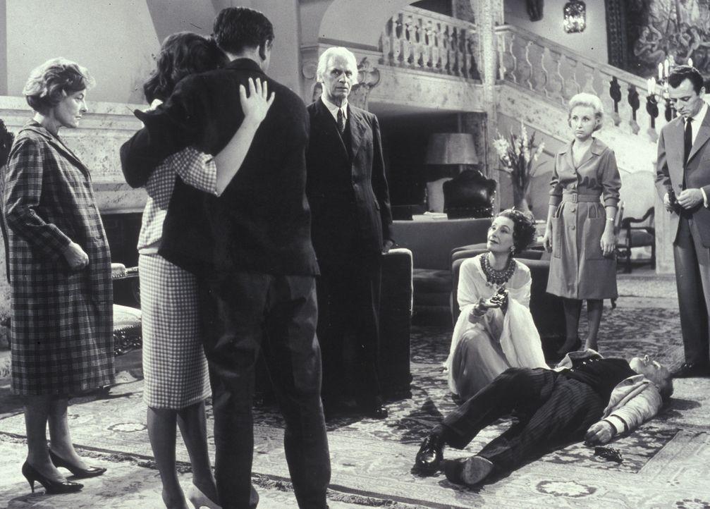 Der Mörder hat zugeschlagen: Mary Pinder (Marianne Hoppe, l.), Rechtsanwalt Shaddle (Fritz Rasp, M.), Lady Moron (Lil Dagover, kniend), Lizzi (Edit... - Bildquelle: Constantin Film