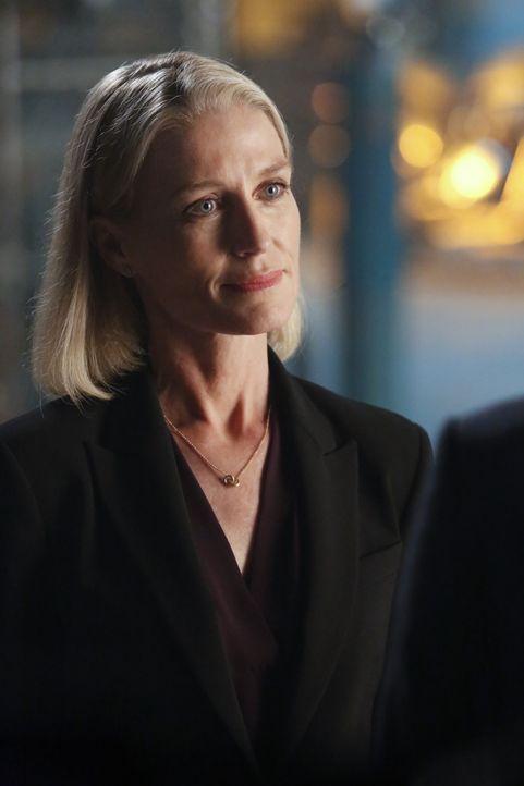 Nach 15 Jahren meldet sich Rebecca (Jessica Tuck) ohne Vorwarnung bei ihrem Ex-Mann, denn sie hat gefährliche Informationen ... - Bildquelle: Robert Voets 2014 CBS Broadcasting, Inc. All Rights Reserved / Robert Voets