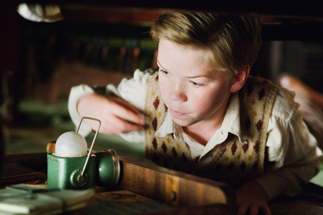 "Zunächst nervt Eustachius (Will Poulter) die gesamte Mannschaft der ""Morgenröte"", doch dann begreift er den Ernst der Lage und erweist sich sogar al... - Bildquelle: Phil Bray 2009 Twentieth Century Fox Film Corporation and Walden Media LLC. All rights reserved. / Phil Bray"