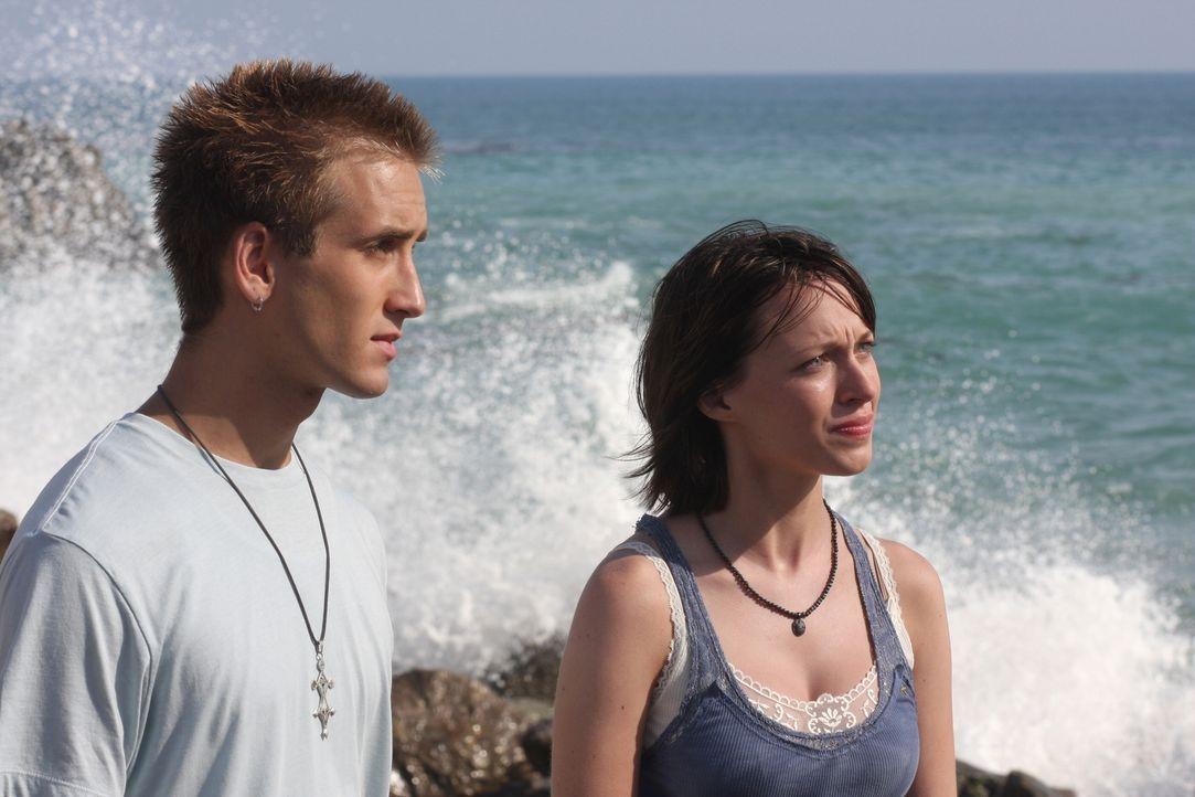 Wissen Hope (Michelle Page, r.) und Win (Will Rothhaar, l.) mehr über den Tod von Christine, als sie zugeben? - Bildquelle: Warner Bros. Television