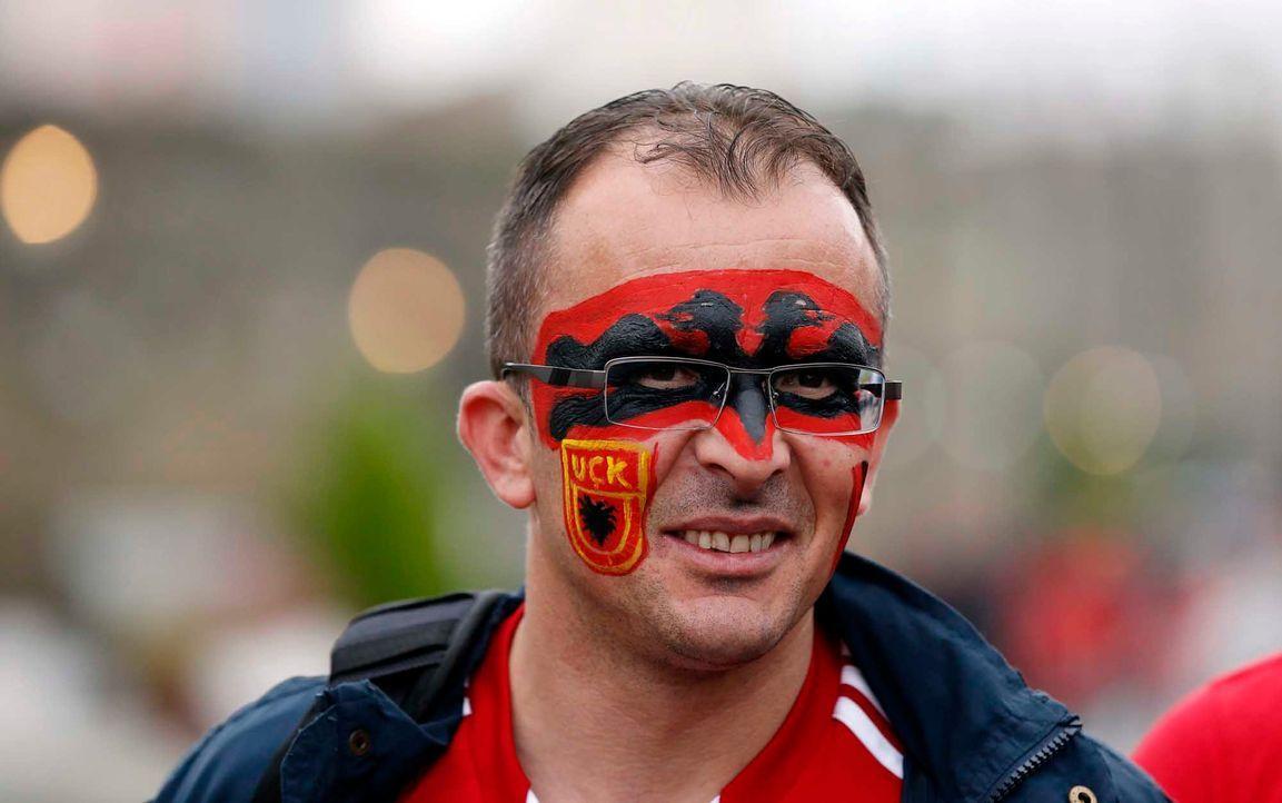 Fußball-Fan-Albanien-151008-2-dpa - Bildquelle: dpa