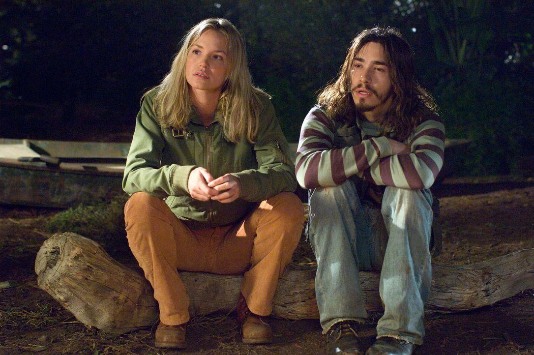 Cheryl (Ashley Scott, l.), die Reiseleiterin, und der bekiffte Kameramann Junior (Justin Long, r.) kommen sich etwas näher ... - Bildquelle: Paramount Pictures