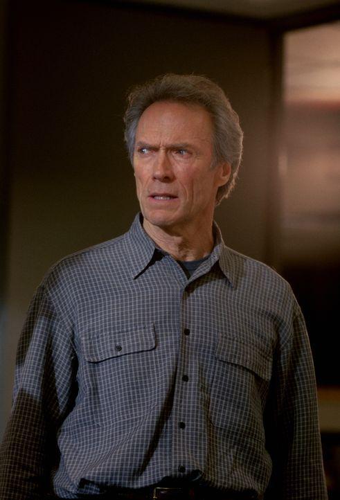 Genau 24 Stunden bleiben dem Zeitungsreporter Steve Everett (Clint Eastwood), um die Unschuld des zum Tode verurteilten Schwarzen Frank Beachum zu b... - Bildquelle: Warner Bros.